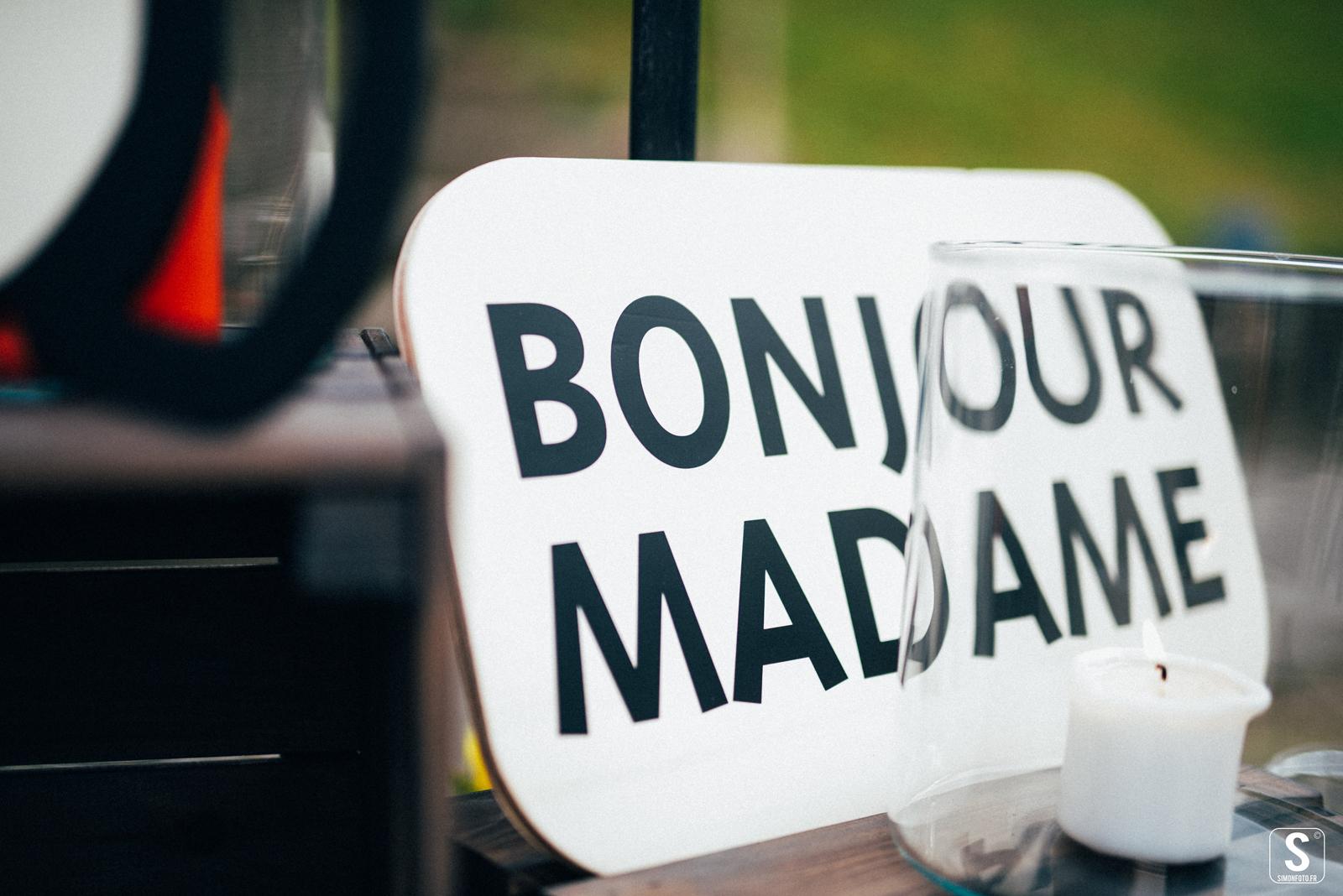 Illustration pour le stand de SIMON foto, au festival Bye Bye Mademoiselle. Réalisation studio du flamant rose, Bordeaux